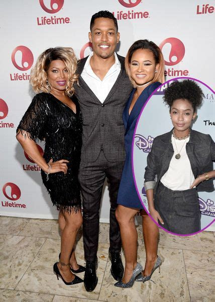 Michel'le All Smiles With Her Daughter & Cast At